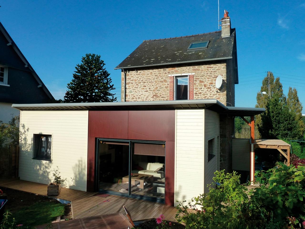 extension bois moderne bicolore sur maison en pierre en mayenne 53